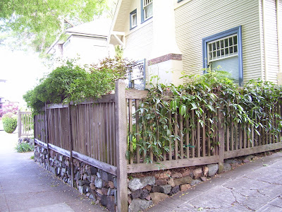 Site Blogspot  Garden Fencing Designs on Before I Go On About The Retaining Wall Fence Configuration