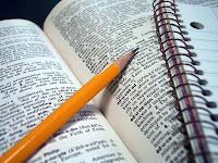 Revisamos teses e dissertações com máxima atenção.