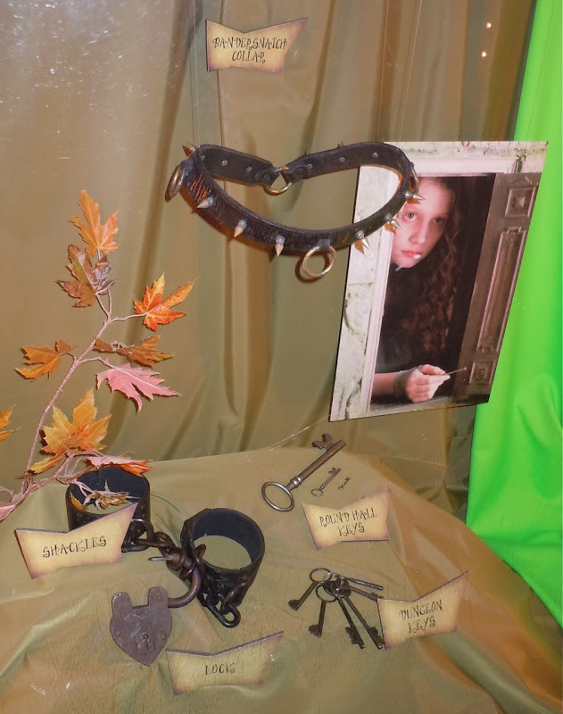 Alice in Wonderland Bandersnatch collar movie props