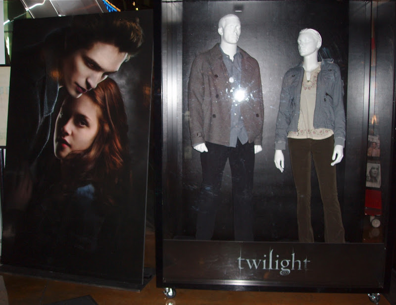 Bella and Edward Twilight character costumes