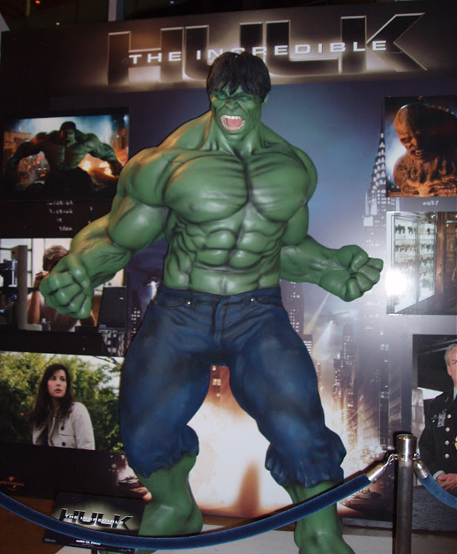 Incredible Hulk statue