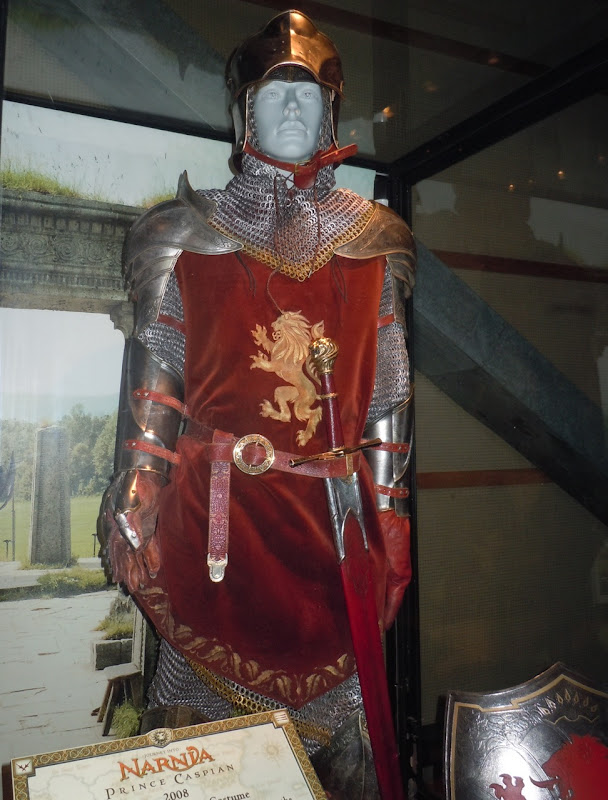 Peter Pevensie battle costume Narnia