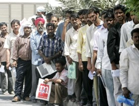 Migrant workers que in front Indian dipomatic mission, UAE