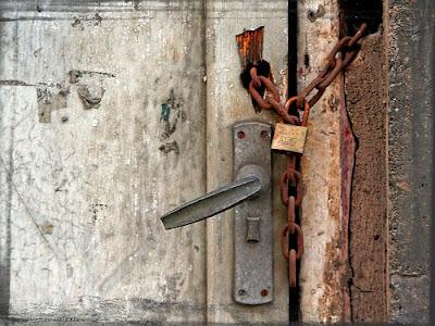 Asi es la vida cada vez que se nos cierra una puerta se for Puerta que se cierra sola