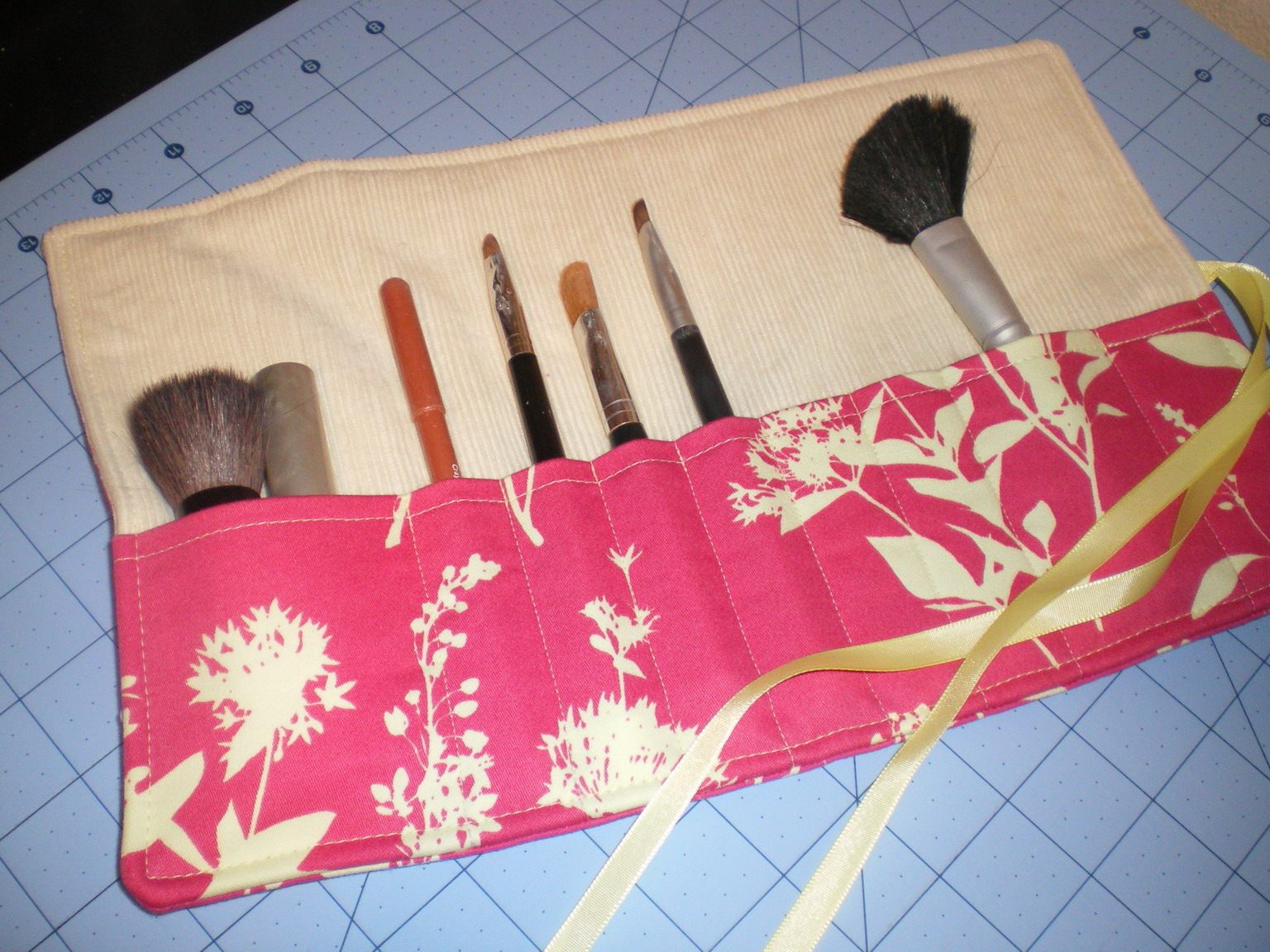 Diy Fat Quarter Projects Make Up Brush Rolls Top Make Up Brushes