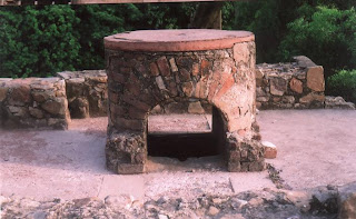 La structure cylindrique sur le toit de l'observatoire