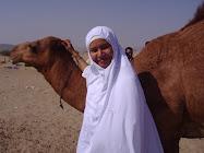Gambar bersama unta di Tanah Arab