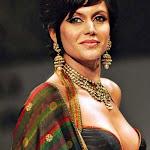 Hot Mandira Bedi Walks The Ramp at Kolkata Fashion Show   Photos,Pics