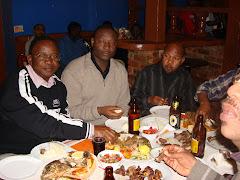 Ukiwa kiluvya Pub unauhakika kabisa wa kukutana na watu mbali mbali toka sehemu mbali mbali Duniani