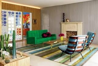 Habitación con mucho color