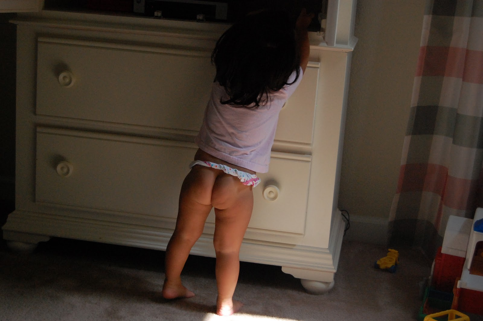 Little girl bare butt, lips on a pussy hanging out