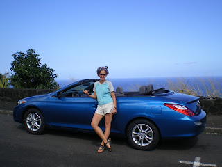 Nora Dunn, The Professional Hobo, Driving around Hawaii in a blue convertible