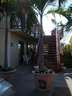 Entrance to the Kona hostel