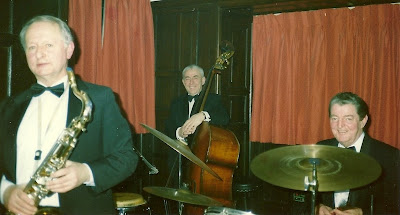 Glyn Lewis bass, Harry Lightfoot drums