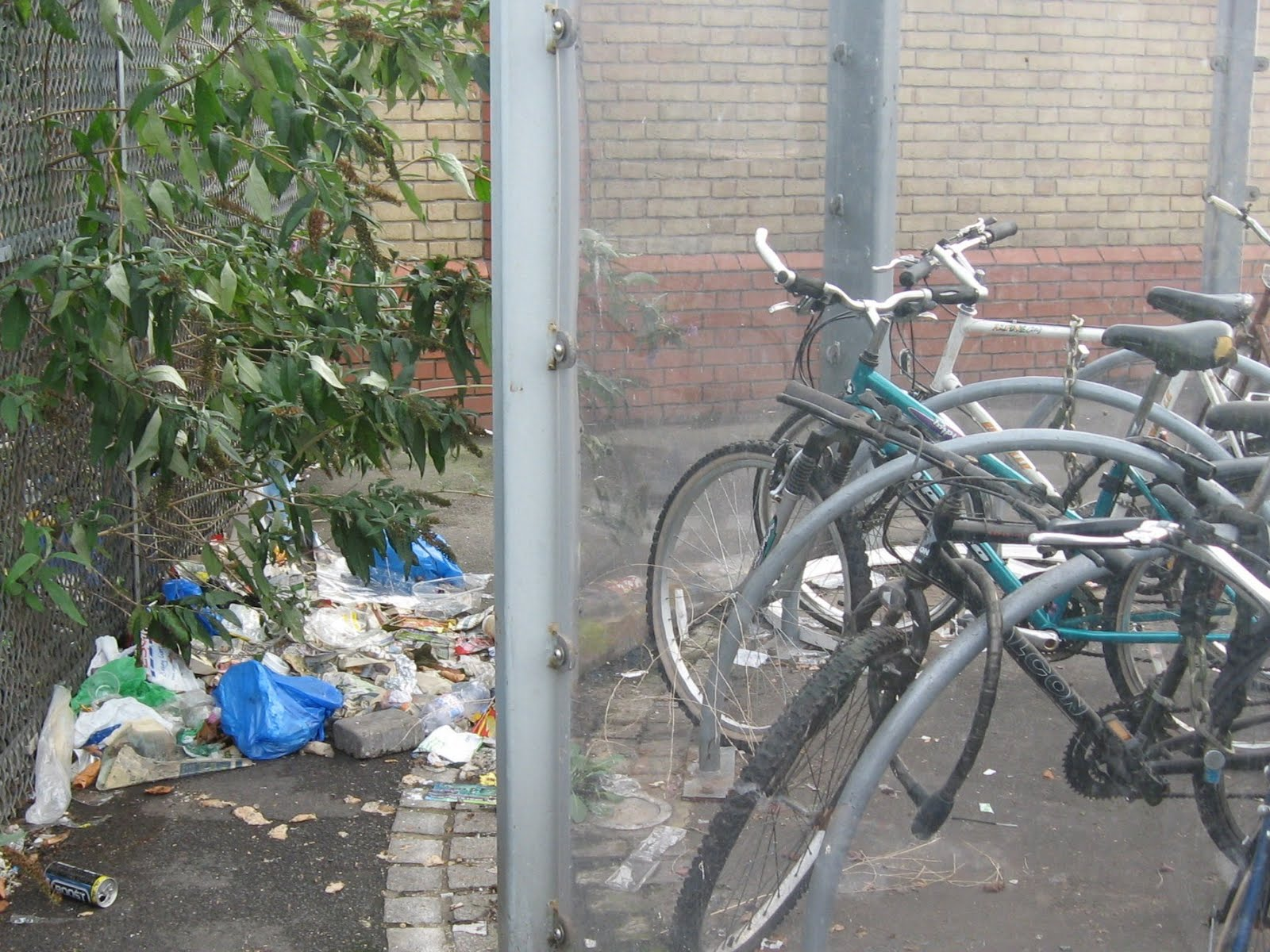 Crap Cycling & Walking in Waltham Forest: Leyton Bike Shed v