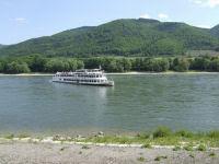 Zdjęcie Regionu Wachau i statku płynącego po rzece Dunaj w Spitz