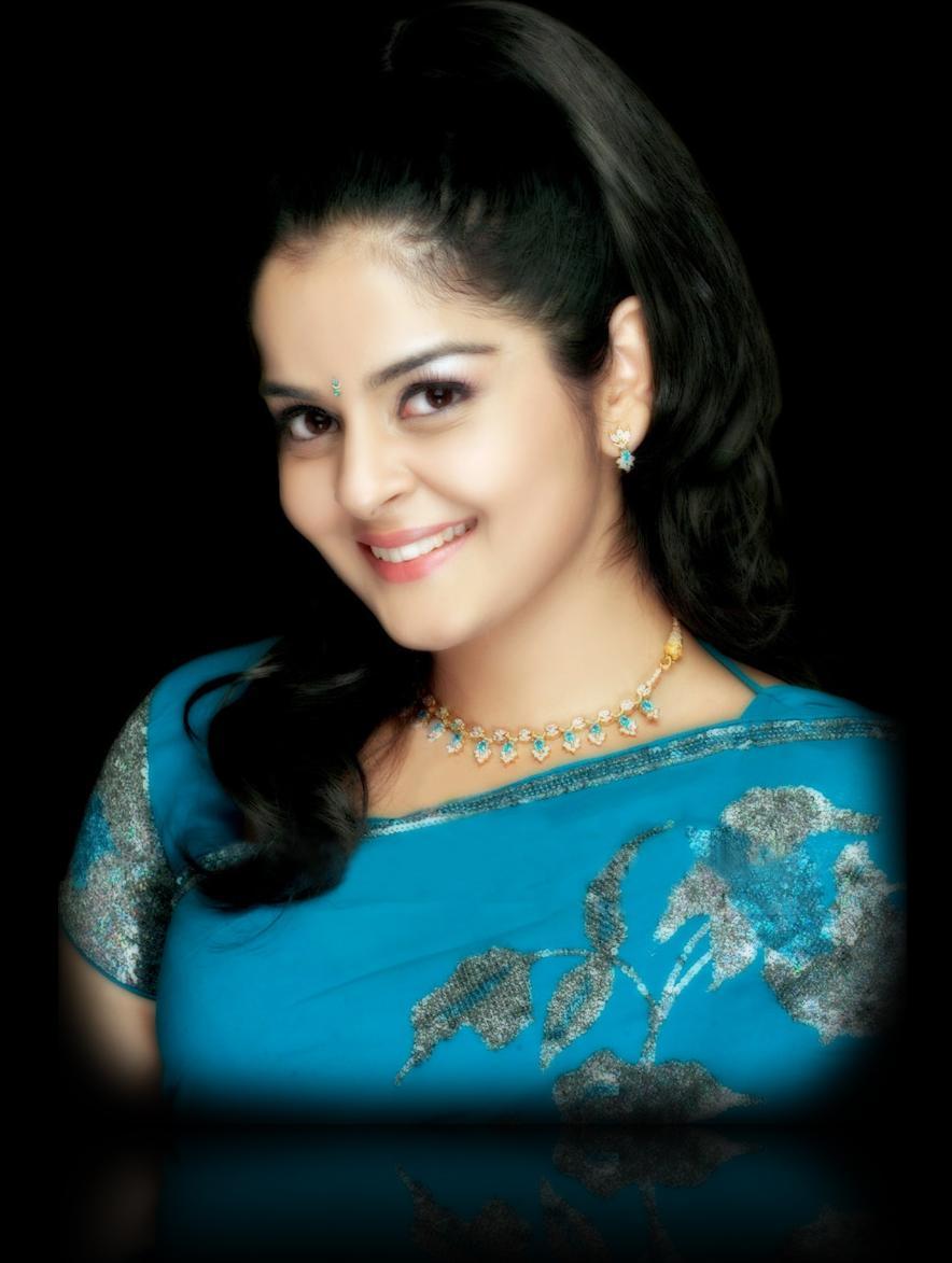 Malayalam Actres Rare Hot Show Holidays Oo