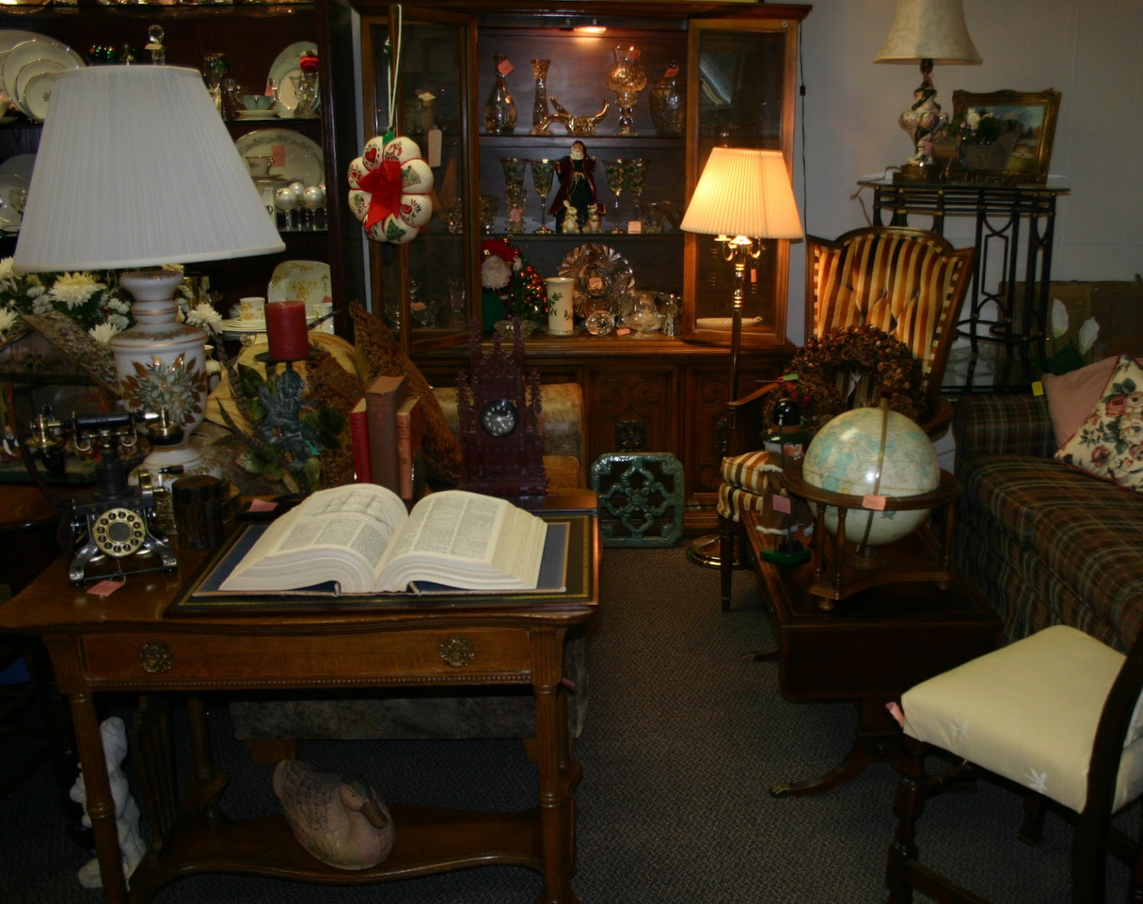 Resale Furniture Store Near Wheaton Il Treasure House Treasure House Resale Shop Glen Ellyn Il