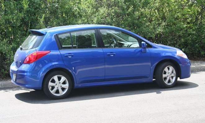 Sport Hybrid Car 2010 Nissan Versa 1 8 Sl Hatchback