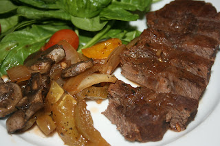 Peppercorn Steak recipe -- made in the slow cooker. Uses fresh mushrooms, peppers, tomato sauce, Worcestershire sauce