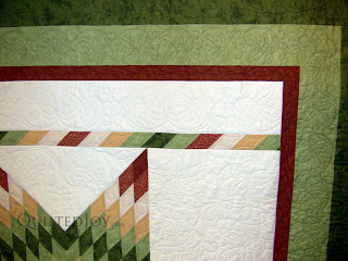 Foliage quilting theme on a Lone Star quilt - QuiltedJoy.com