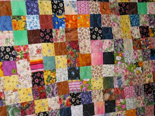 Postage Stamp quilt with Daisy motif, custom quilting by Angela Huffman - QuiltedJoy.com