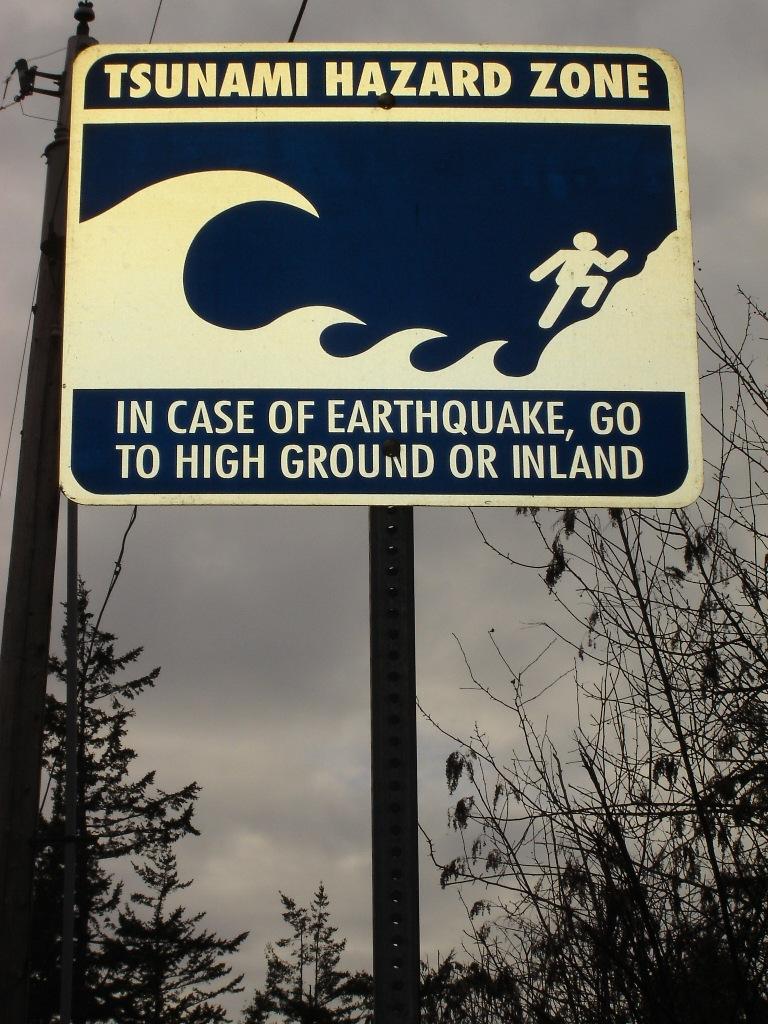 [tsunami+warning.jpg]