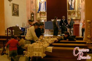 Fotos del montaje del altar de cultos del Prendimiento