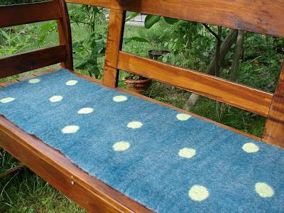 Filz und Garten - Gartenblog: Bankauflage gefilzt