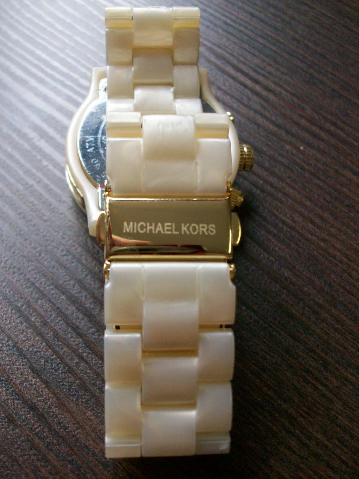 72523e0c771 Dêem uma olhada em algumas fotos do Michael Kors todo madrepérola