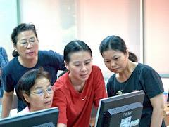 學員與助教討論情形