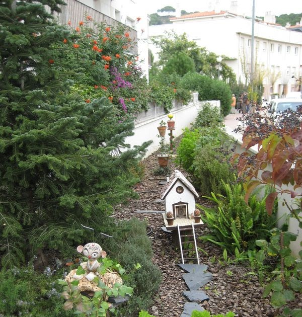 Hablemos de jardines peque o jard n naif en canet de mar for Jardines nova canet