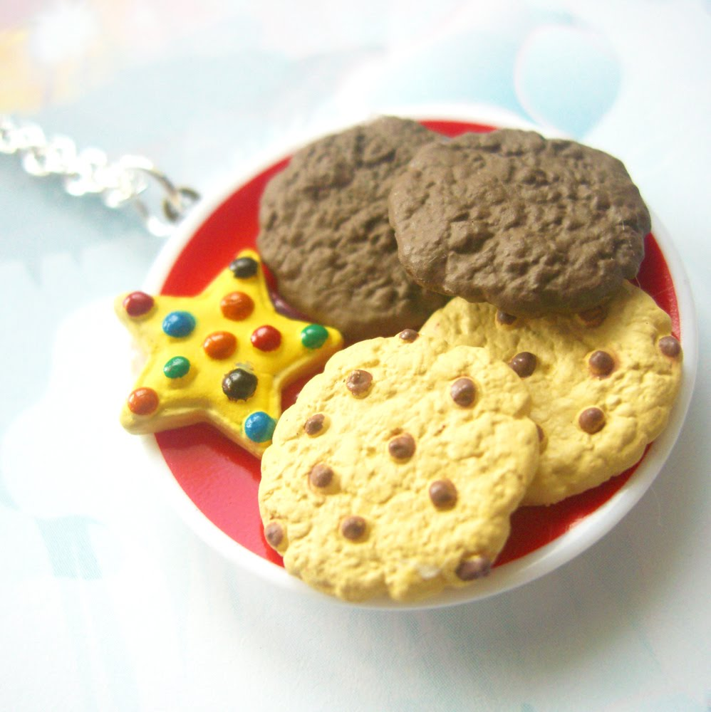 biscuit necklace