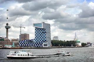 Escuela Naval y de Transporte de Rotterdam Vista Nocturna