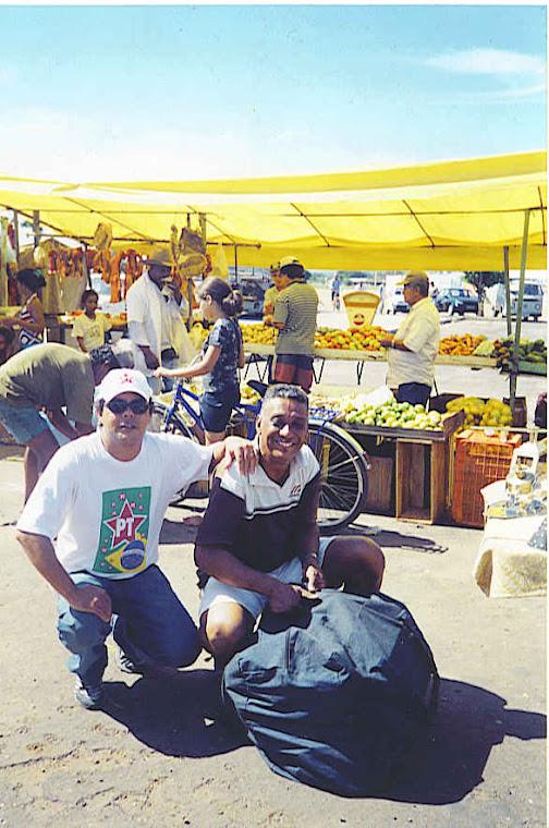 BONS TEMPOS - 01 DE JUNHO DE 2003: Zildo e Daniel, após panfletagem na Feira do Santos Dumont.