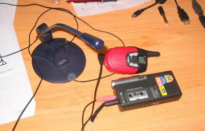 Micrófono, grabadora y walkie