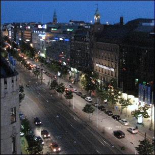 Auringonlasku Helsingin yllä III; Mannerheimintie
