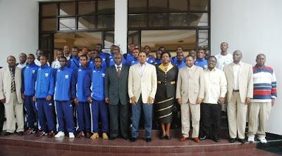 Timu+ya+Taifa+ya+Rwanda+na+Rais+Kikwete.JPGk.JPG