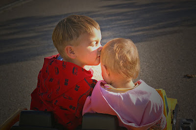 Wallpaper Cute Girl Free Download Cute Kissing Kids