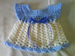 En liten klänning till nyfödd