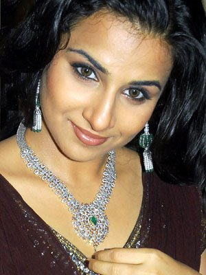 vivacious vidya balan at diamond jewellery launch cute stills