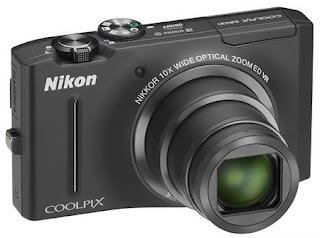Nikon COOLPIX S8100 es una cámara compacta Full HD buena para trabajar en condiciones de mala iluminación.