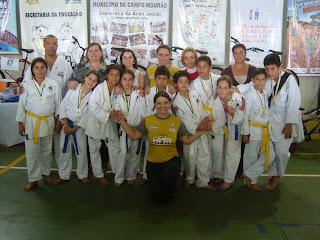 1f78df1f88 ... 07 Centros de Integração e o Karatê Piá no Esporte desenvolvido na  Associação de Moradores do Lar Paraná