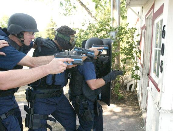 UN BUEN POLICIA NO SE HACE SOLO SE HACE CON SUS COMPAÑEROS