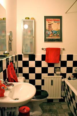 läckert badrum med självhäftande plast