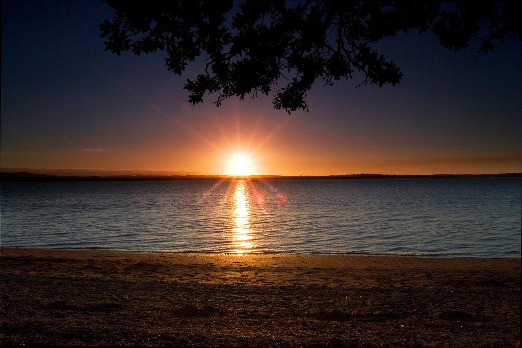 [sunset_Point_Chevalier_Beach]