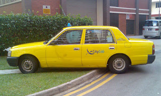 Singapore Cabbies: Cabby parks on curb