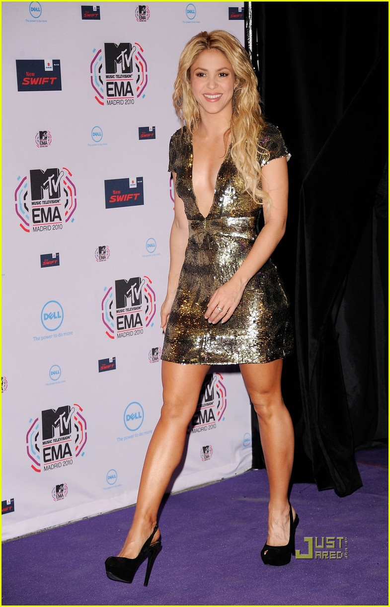 Shakira Mtv Emas 2010 Red Carpet Moviemasala