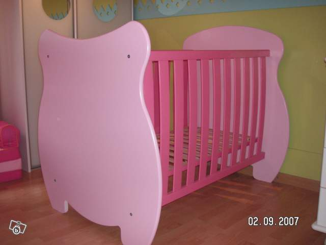 le repere des minigonz lit bebe rose vertbaudet. Black Bedroom Furniture Sets. Home Design Ideas