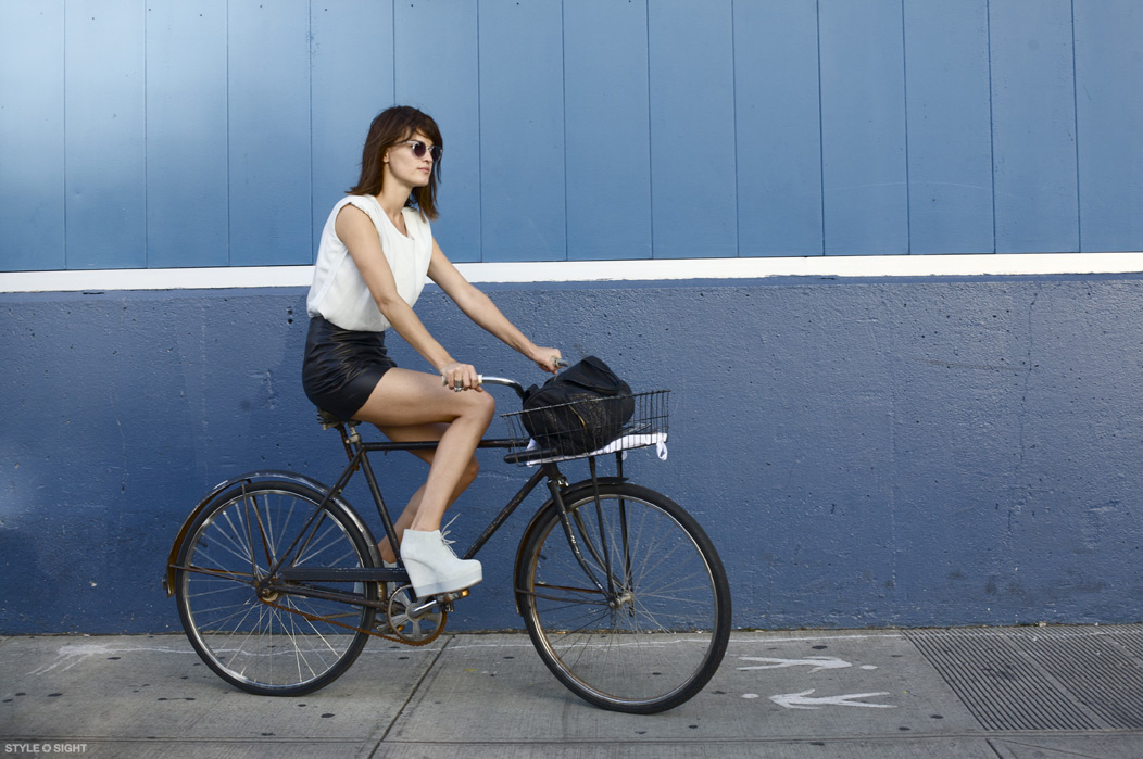Barcelona Cycle Chic Hanneli Rides A Bike